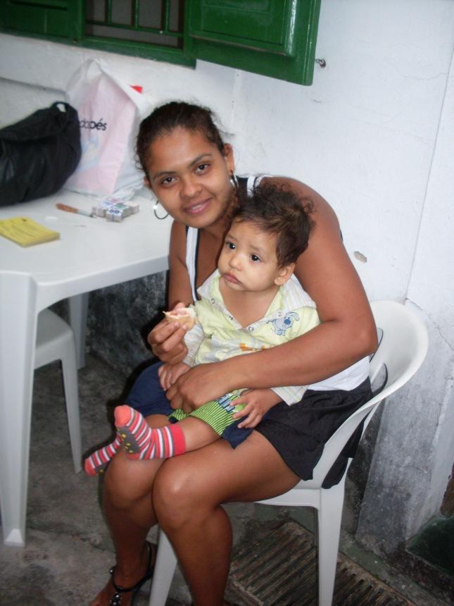 O bebê Miguel e sua mãe, Maria Diana