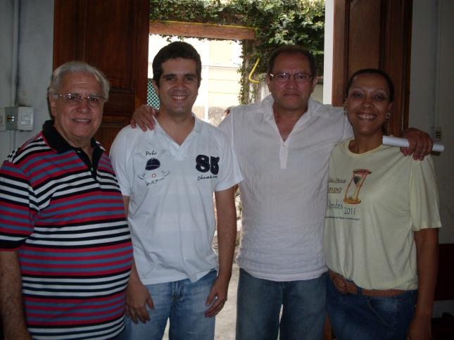 Da esquerda para a direita: o pastor Silvano, o Enfermeiro Marcos Brandão, o advogado Ribamar Soares e uma integrante da ação.JPG